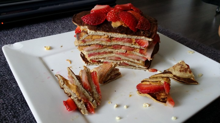 Banana Pancake 'Layercake' with Strawberries and almond butter